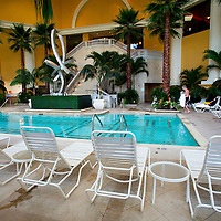 (PFEATURES) Atlantic City 10/23/2003 The large indoor pool at the Borgata Hotel and Casino.  Michael J. Treola Staff Photographer....MJT