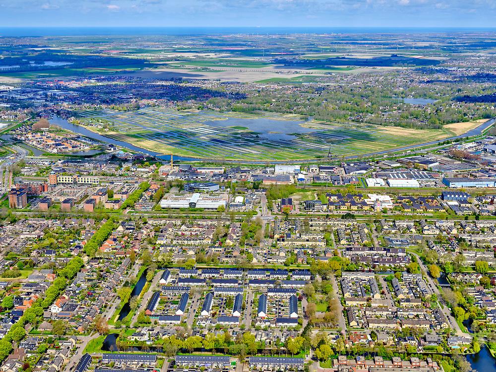 Nederland, Noord-Holland, Heerhugowaard, 07-05-2021; Middenwaard - Schilderwijk, Westtangent en bedrijventerrein Zandhorst (Broekhornpolder). Zicht op Broek op Langendijk en Het Rijk der Duizend Eilanden ('duizend eilandenrijk' ). <br /> <br /> luchtfoto (toeslag op standard tarieven);<br /> aerial photo (additional fee required)<br /> copyright © 2021 foto/photo Siebe Swart