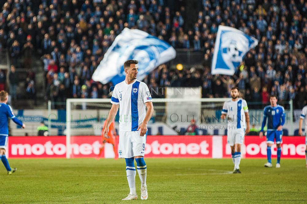 Suomen Berat Sadik EM2016-karsintaottelussa Suomi - Pohjois-Irlanti. Olympiastadion, Helsinki, Suomi. 11.10.2015.