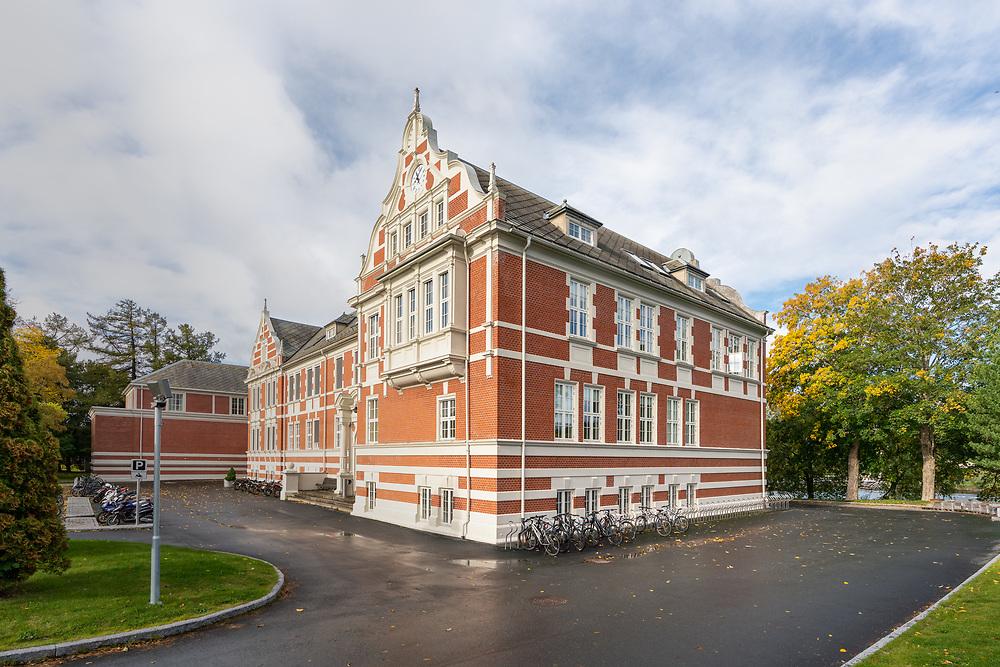 Levanger videregående skole er en fylkeskommunal videregående skole i Levanger kommune i Trøndelag (bygningen huset tidligere Levanger lærerskole).
