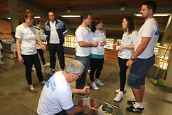 Colaboradores do Citi Bank durante o Dia Global na Comunidade na escola Frofessora Maria Thereza da Silveira. FOTO: Luis Gonçalves/Preview.com