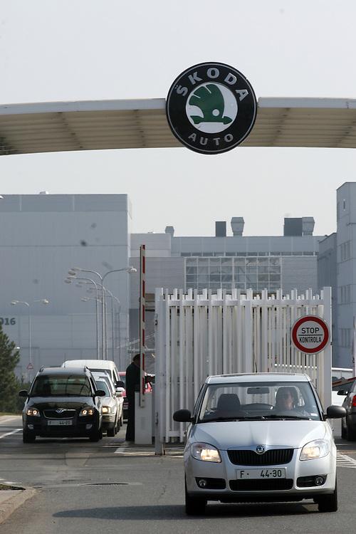 Mlada Boleslav/Tschechische Republik, Tschechien, CZE, 19.03.07: Die Haupt Werkseinfahrt der Skoda Autofabrik in Mlada Boleslav. Der tschechische Autohersteller Skoda ist ein Tochterunternehmen der Volkswagen Gruppe.<br /> <br /> Mlada Boleslav/Czech Republic, CZE, 19.03.07: The main entrance to the Skoda car factory in Mlada Boleslav. Czech car producer Skoda Auto is subsidiary of the German Volkswagen Group (VAG).