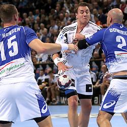 Kiel, 23.12.14, Sport, Handball, Bundesliga, Saison 2014/15, 19. Spieltag, THW Kiel - HSV Handball : Filip Jicha (THW Kiel, #39) gestoppt von Davor Dominikovic (HSV Handball, #24), Henrik Toft Hansen (HSV Handball, #15)<br /> <br /> Foto © P-I-X.org *** Foto ist honorarpflichtig! *** Auf Anfrage in hoeherer Qualitaet/Aufloesung. Belegexemplar erbeten. Veroeffentlichung ausschliesslich fuer journalistisch-publizistische Zwecke. For editorial use only.