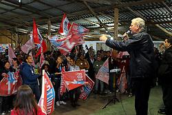 O candidato à reeleição pelo PDT em Porto Alegre, José Fortunati, durante encontro com Comunitários no Galpão da Paróquia N. S. Aparecida da Restinga. FOTO: Jefferson Bernardes/Preview.com