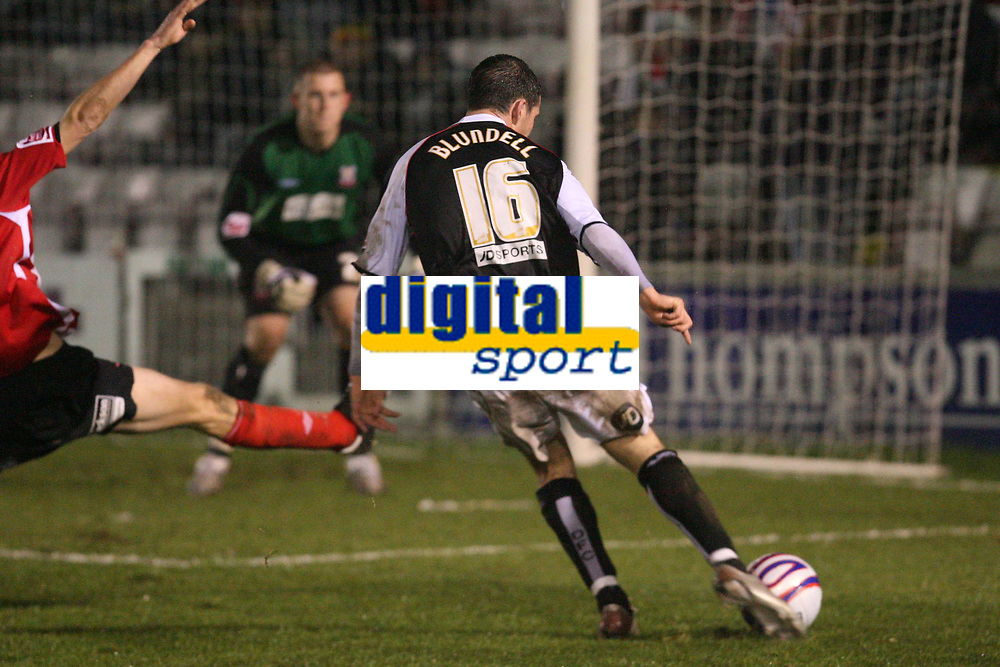 Photo: Pete Lorence/Sportsbeat Images.<br />Lincoln City v Darlington. Coca Cola League 2. 22/12/2007.<br />Gregg Blundell on the attack.