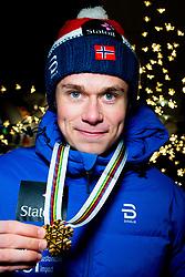 February 2, 2018 - Goms, SWITZERLAND - 180202 Harald ¯stberg Amundsen of Norway poses with the gold medal for the men's 10/10 km skiathlon during the FIS Nordic Junior World Ski Championships on February 2, 2018 in Gluringen..Photo: Vegard Wivestad GrÂ¿tt / BILDBYRN / kod VG / 170097 (Credit Image: © Vegard Wivestad Gr¯Tt/Bildbyran via ZUMA Press)