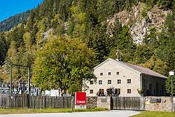 THEMENBILD - TIWAG Wasserkraftwerk und Umspannwerk Unterpeischlach. Kals am Grossglockner, Österreich am Freitag, 5. Oktober 2018 // TIWAG hydroelectric power station and substation Unterpeischlach. Friday, October 5, 2018 in Kals, Austria. EXPA Pictures © 2018, PhotoCredit: EXPA/ Johann Groder