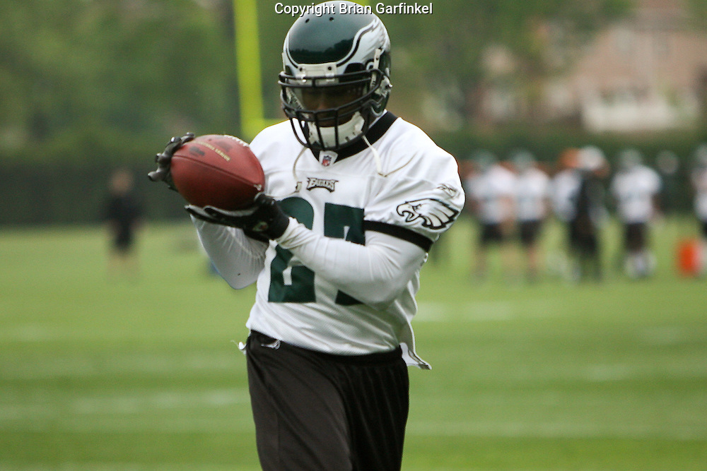 Philadelphia, PA - May 3rd 2008 - Safety Quentin Mikell of the Philadelphia Eagles catches a ball during the Eagle's Mini-Camp  practice session at the Novacare Complex in Philadelphia Pennsylvania.