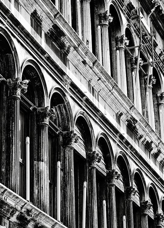 Italy - Venezia - Procuratie Vecchie detail BW