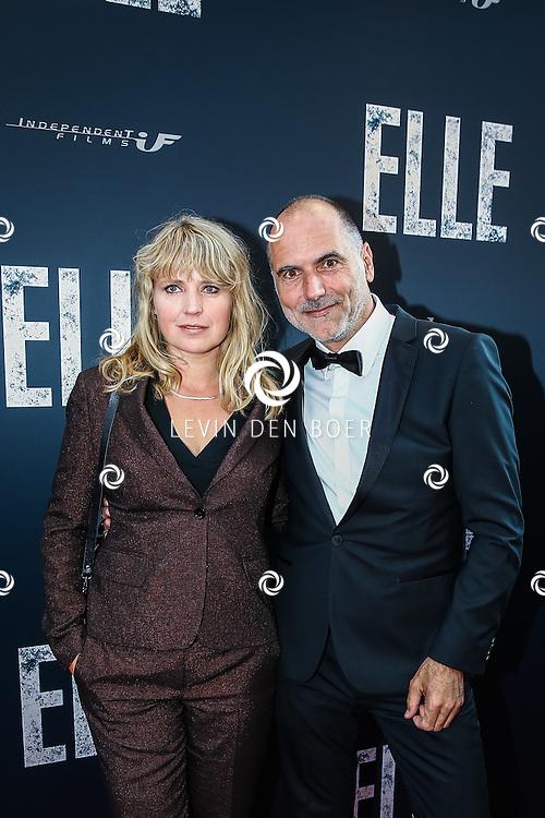 AMSTERDAM - De Nederlandse premiere van Elle, de nieuwste film van regisseur Paul Verhoeven. Met hier Leo Blokhuis en partner Ricky Koole op de rode loper. FOTO LEVIN & PAULA PHOTOGRAPHY
