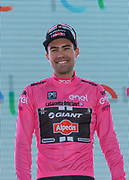 Tom Dumoulin in de roze trui na afloop van de eerste etappe van de Giro 2016<br /> <br /> Tom Dumoulin in the pink jersey after the first stage of the Giro 2016