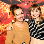 NLD/Amsterdam/20151116 - Filmpremiere The Hunger Games: Mokingjay-part 2, Roos Smit en Titia Hoogendoorn