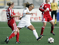 Fotball<br /> UEFA Cup kvinner<br /> 11.10.2008<br /> Røa v FFC Frankfurt<br /> Foto: Morten Olsen, Digitalsport<br /> <br /> Lene Mykjåland - Røa<br /> Svenja Huth - Frankfurt