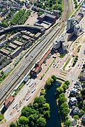 Nederland, Overijssel, Deventer, 17-07-2017; Spoorwegstation Station Deventer met omgeving en spoorbuurt, Stationsplein, Stationsstraat. Langs de perrons intercity treinen.<br /> Railway Station Deventer with its surroundings. Along the platforms intercity trains.<br /> <br /> luchtfoto (toeslag op standard tarieven);<br /> aerial photo (additional fee required);<br /> copyright foto/photo Siebe Swart