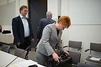 DEU, Deutschland, Germany, Berlin, 10.11.2015: Petra Pau (DIE LINKE), Vizepräsidentin des deutschen Bundestags, vor Beginn der Fraktionssitzung der Linkspartei im Deutschen Bundestag.