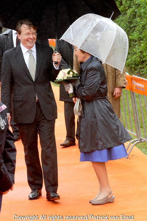 Koninginnedag 2010 . De Koninklijke familie in het zeeuwse Wemeldinge. / Queensday 2010. The Royal Family in Wemeldinge<br /> <br /> op de foto / on the photo : Prins Friso en Prinses Margriet