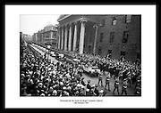 Machen Sie eine Reise durch die irische Geschichte mit unseren alten irischen schwarz-weiß Fotos des alten Dublin. Hier finden Sie  perfekte kreative Irische Geschenke für die Männer in Ihrem Leben. Christmas Shopping Online Irland. Irish Photo Archive fängt die Magie der irischen historischen Ereignisse in den letzten 60 Jahren ein.
