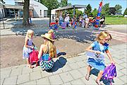 Nederland, Kekerdom, 17-7-2015De basisschool gaat uit. Laatste schooldag voor de grote vakantie, zomervakantie. Deze school is klein en staat in een klein dorp.FOTO: FLIP FRANSSEN/ HOLLANDSE HOOGTE