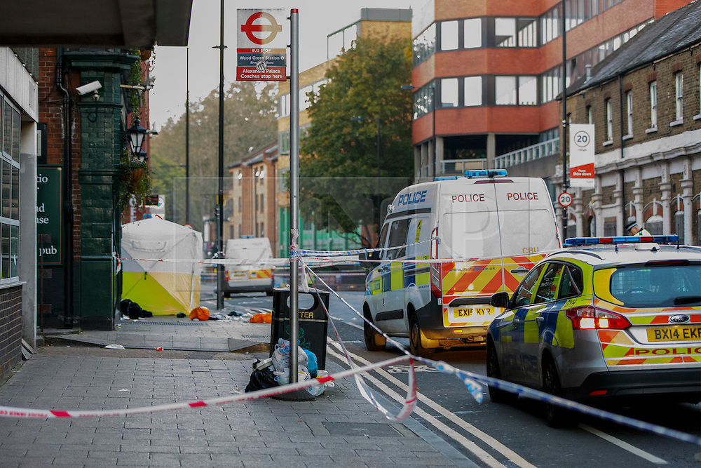 © Licensed to London News Pictures. 22/10/2016. London, UK. Forensic officers investigate a crime scene after a man was found stabbed to death on Station Road in Wood Green, north London on Saturday, 22 October 2016. Photo credit: Tolga Akmen/LNP