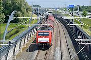 Nederland, Tiel, 11-5-2015 Een goederentrein rijdt over de betuweroute. Foto: Flip Franssen/Hollandse Hoogte