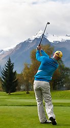 05.10.2010, Golfclub, Zell am See Kaprun, AUT, European Paragolf Championships 2010, im Bild Johan Kammerstadt, SWE,  im Hintergrund das Kitzsteinhorn, EXPA Pictures © 2010, PhotoCredit: EXPA/ J. Feichter