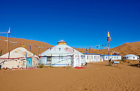 Chine, région autonome de Mongolie intérieure, désert de Badain Jaran, désert de Gobi, hotel dans le desert // China, Inner Mongolia, Badain Jaran desert, Gobi desert, local hotel