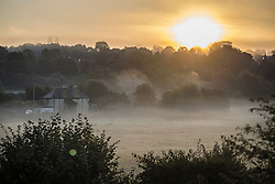 © Licensed to London News Pictures. 22/09/2021. Abbots Langley, UK. Mist covers the landscape at Sunrise at Abbots Langley in Hertfordshire on the morning of the Autumn Equinox, the beginning of autumn. Photo credit: Ben Cawthra/LNP