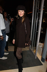 AMANDA DONOHOE at the launch of the Essenziale shop, Grafton Street, London on 12th December 2006.<br /><br />NON EXCLUSIVE - WORLD RIGHTS