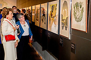 LEIDEN - Princess Margriet and Pieter van Vollenhoven at the Museum of Ethnology at the opening of the exhibition Canadian Inuit Art. The reason for the exhibition is the 150th anniversary of Canada. COPYRIGHT ROBIN UTRECHT <br /> LEIDEN - Prinses Margriet en Pieter van Vollenhoven in het Museum Volkenkunde bij de opening van de tentoonstelling Canadese Inuit Kunst. Aanleiding voor de tentoonstelling is het 150-jarig bestaan van Canada.  COPYRIGHT ROBIN UTRECHT