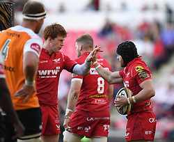 Scarlets Rhys Patchell congratulates Leigh Halfpenny<br /> <br /> Photographer Mike Jones/Replay Images<br /> <br /> Guinness PRO14 Round 22 - Scarlets v Cheetahs - Saturday 5th May 2018 - Parc Y Scarlets - Llanelli<br /> <br /> World Copyright © Replay Images . All rights reserved. info@replayimages.co.uk - http://replayimages.co.uk