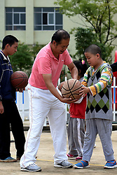 KUNMING, Sept. 7, 2016 (Xinhua) -- Dai Jianrong (C) teaches students play ball at Xinmeng School in Wuhua District of Kunming, capital of southwest China's Yunnan Province, Sept. 6, 2016. 42-year-old Dai Jianrong devoted himself to conducting sports training for students with psychological problems or physical disabilities to help them gain pleasures and senses of achievements. (Xinhua/Lin Yiguang)(wsw) (Credit Image: © Lin Yiguang/Xinhua via ZUMA Wire)
