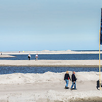 Nederland, Lelystad, 24 september 2016.<br /> Op zaterdag 24 september 2016 zet staatssecretaris Martijn van Dam van Economische Zaken (natuur) als eerste voet op de Marker Wadden. Natuurmonumenten legt samen met Rijkswaterstaat en Boskalis de komende jaren een archipel aan eilanden aan, die de natuur in het Markermeer een enorme impuls gaat geven. De staatssecretaris brengt samen met natuur- en watersportliefhebbers een bezoek aan het eerste eiland van dit innovatieve en grootschalige natuurproject. Dit eerste eiland omvat circa 250 hectare. De eerste fase van Marker Wadden omvat in totaal zo'n 800 hectare, boven- en onderwaternatuur, en moet klaar zijn in 2020.<br /> <br /> Netherlands, Lelystad, September 24, 2016<br /> On Saturday, September 24th 2016 Martijn van Dam, secretary of Economic Affairs (nature) first sets foot on the Marker Wadden. Natuurmonumenten lays together with Rijkswaterstaat and Boskalis (Royal Boskalis Westminster N.V. is a leading global services provider operating in the dredging, maritime infrastructure and maritime services sectors) an archipelago of islands in the coming years that will give nature in the Markermeer a huge boost.<br /> Natuurmonumenten (Dutch Society for Nature Conservation) is going to restore one of the largest freshwater lakes in western Europe by constructing islands, marshes and mud flats from the sediments that have accumulated in the lake in recent decades. These 'Marker Wadden' will form a unique ecosystem that will boost biodiversity in the Netherlands. (source: www.natuurmonumenten.nl)<br /> The Secretary reunites with nature and water sports enthusiasts visiting the first island of this innovative and large-scale conservation project. This first island comprises approximately 250 hectares. The first phase of Marker Wadden comprises a total of 800 hectares, above and underwater nature, and should be ready in 2020.<br /> <br /> <br /> Foto: Jean-Pierre Jans