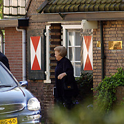 Koninging Beatrix bezoekt haar tandarts Beekman in Laren