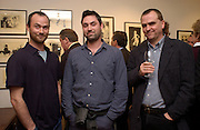 theo Garland, Alex Garland and Tim Garland. Nicholas Garland prints and drawings, Fine Art Society. 13 May 2003. © Copyright Photograph by Dafydd Jones 66 Stockwell Park Rd. London SW9 0DA Tel 020 7733 0108 www.dafjones.com