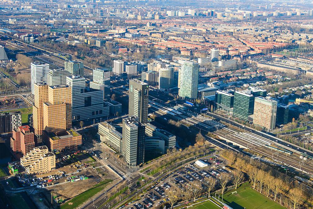 Nederland, Noord-Holland, Amsterdam, 11-12-2013; zicht op de Zuidas met in het midden de A10 met hoofdkantoor ABN-AMRO. Verder in beeld de woontorens Symphony 1 en 2 (onderdeel Gershwin), de Vinoly-toren en Ito-toren (onderdeel Mahler4). Aan de andere kant van de ringweg Zuid Station Zuid-WTC, World Trade Centre (WTC)<br /> Zuid-as, 'South axis', financial center in the South of Amsterdam, with headquarters of former ABN AMRO. Amsterdam equivalent of 'the City', financial district. <br /> luchtfoto (toeslag op standaard tarieven);<br /> aerial photo (additional fee required);<br /> copyright foto/photo Siebe Swart.