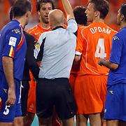 NLD/Eindhoven/20050907 - WK kwalificatiewedstrijd Nederland - Andorra, Ruud van Nistelrooy krijgt een gele kaart