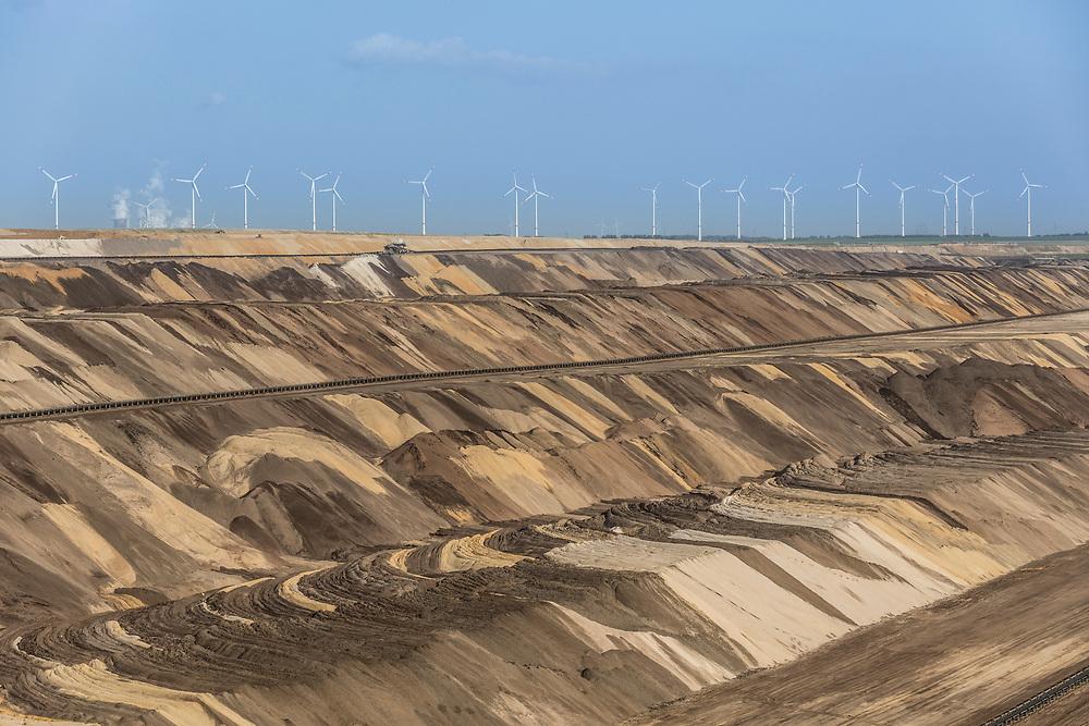 Juechen, DEU, 17.05.2018<br /> <br /> Der von der RWE Power AG betriebene Braunkohletagebau Garzweiler erstreckt sich im Rheinischen Braunkohlerevier zwischen den Staedten Bedburg, Grevenbroich, Juechen, Erkelenz und Moenchengladbach. <br /> <br /> The Garzweiler open-cast lignite mine operated by RWE Power AG extends in the Rhenish lignite district  in the westernmost part of Germany between the cities of Bedburg, Grevenbroich, Juechen, Erkelenz and Moenchengladbach.<br /> <br /> Foto: Bernd Lauter/berndlauter.com