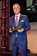 Prins Constantijn reikt prijs World Press Photo 2018 uit tijdens een awardshow in de de Westergasfabriek in Amsterdam. <br /> <br /> Prince Constantijn presents World Press Photo 2018 prize during an award show at the Westergasfabriek in Amsterdam.<br /> <br /> Op de foto / On the photo: John Moore