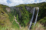 Cambara do Sul_RS, Brasil...Parque Nacional dos Aparados da Serra. Na foto o Canion Itaimbezinho em Cambara do Sul, Rio Grande do Sul...Aparados da Serra National Park. in this photo Itaimbezinho canyon in Cambara do Sul, Rio Grande do Sul...Foto: JOAO MARCOS ROSA / NITRO