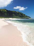 Cliffs and the surf on the coast at Mokuleia Beach in O'Ahu, Hawai'i