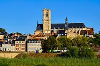 France, Nièvre (58), Nevers, cathédrale Saint-Cyr-et-Sainte-Julitte sur le chemin de Saint-jacques de Compostelle // France, Nièvre (58), Nevers, Saint-Cyr-et-Sainte-Julitte cathedral on the way to Saint-Jacques de Compostelle, Loire valley