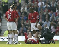 Fotball<br /> England 2004/2005<br /> Foto: SBI/Digitalsport<br /> NORWAY ONLY<br /> <br /> Manchester United v Newcastle United<br /> FA Barclays Premiership<br /> Old Trafford<br /> 24/04/2005<br /> <br /> Manchester's Gabriel Heinze lays injured on the floor before being stretcherd off