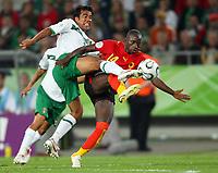 v.l. Pavel Pardo, Mendonca Angola<br /> <br /> Fussball WM 2006 Mexiko - Angola<br /> Mexico - Angola<br /> Norway only