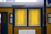 Nederland, Nijmegen, 9-12- 2013, De gele borden met vertrektijden op de stations gaan verdwijnen. De meeste mensen plannen hun reis online of kijken op de digitale borden op de stations.  Foto: Flip Franssen/Hollandse Hoogte