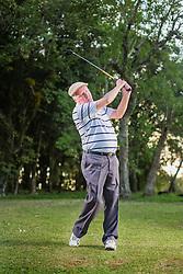 Clóvis Baumhardt, no campo de golfe do Santa Cruz Country Club. FOTO: Jefferson Bernardes/ Agência Preview