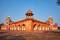 Inde, etat de Uttar Pradesh, Sikandra au nord de Agra, tombe de l'empereur Moghol Akbar// India, Uttar Pradesh state, Sikandra near Agra, Akbar mausoleum, Moghul emperor