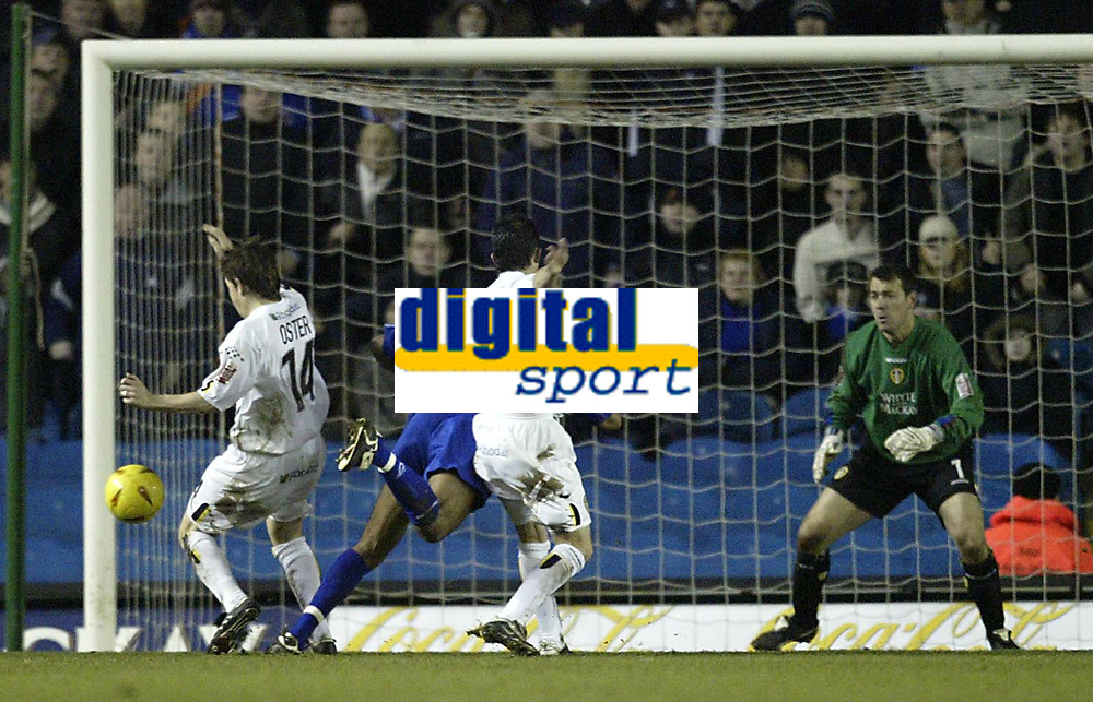 Fotball<br /> England 2004/2005<br /> Foto: SBI/Digitalsport<br /> NORWAY ONLY<br /> <br /> Leeds United v Millwall<br /> <br /> Coca-Cola Championship<br /> <br /> 19/12/2004<br /> <br /> Millwall's Paul Ifil is brought down by Leeds John Oster and Gary kelly to earn Millwall a penalty