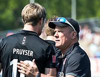 UTRECHT -  coach Graham Reid (Adam) met Mirco Pruyser (A'dam)  voor  de finale van de play-offs om de landtitel tussen de heren van Kampong en Amsterdam (3-1). COPYRIGHT  KOEN SUYK