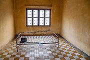 De Tuol Sleng gevangenis, ook bekend als S-21, waar Pol Pot zijn tegenstanders martelde is nu een museum.<br /> <br /> The former Tuol Sleng prison, also known as S-21, where dictator Pol Pot tortured his opponents is nowadays a museum.