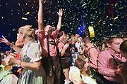 Nederland, Afferden, 22-9-2018Oktoberfest, oktoberfeest. Ruim 3000 lokale feestgangers kwamen naar deze nederlandse variant van de duitse bierfeesten. In lederhozen en dirndls werd uitbundig gedronken en gezongen op muziek van duitse schlagersFoto: Flip Franssen
